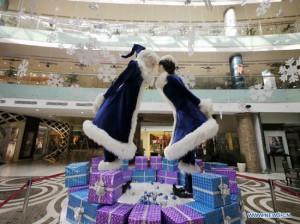 Новогодние украшение магазинов